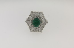 Contemporary Platinum, Diamond and Colombian Emerald Ring/Pendant with a total of 4.70 cts