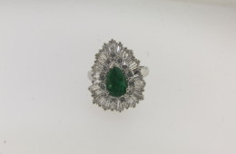 Contemporary Platinum, Diamond and Colombian Emerald Ring/Pendant with a total of 4.60 cts