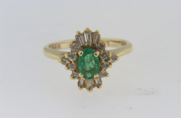 Elegant Oval Emerald and Diamond Estate Ring in 14k Yellow Gold Size 4.5