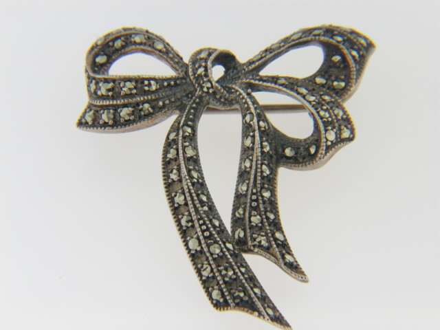 Vintage Round Marcasite Studded Bow Estate Pin in .925 Sterling Silver
