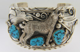 Vintage Very Fine Howling Wolf and Turquoise Cuff Bracelet in .925 Sterling Silver