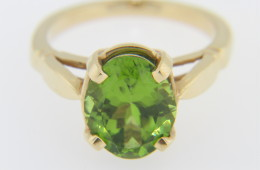Vintage Oval Peridot Estate Ring With Very Fine Detail In 14k Yellow Gold Size 6