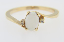 Vintage Oval Opal and Diamond Three Stone Ring In 10k Yellow Gold Size 5.75