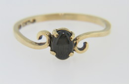 Vintage Oval Black Star Sapphire Ring in 10k Yellow Gold Size 6.25