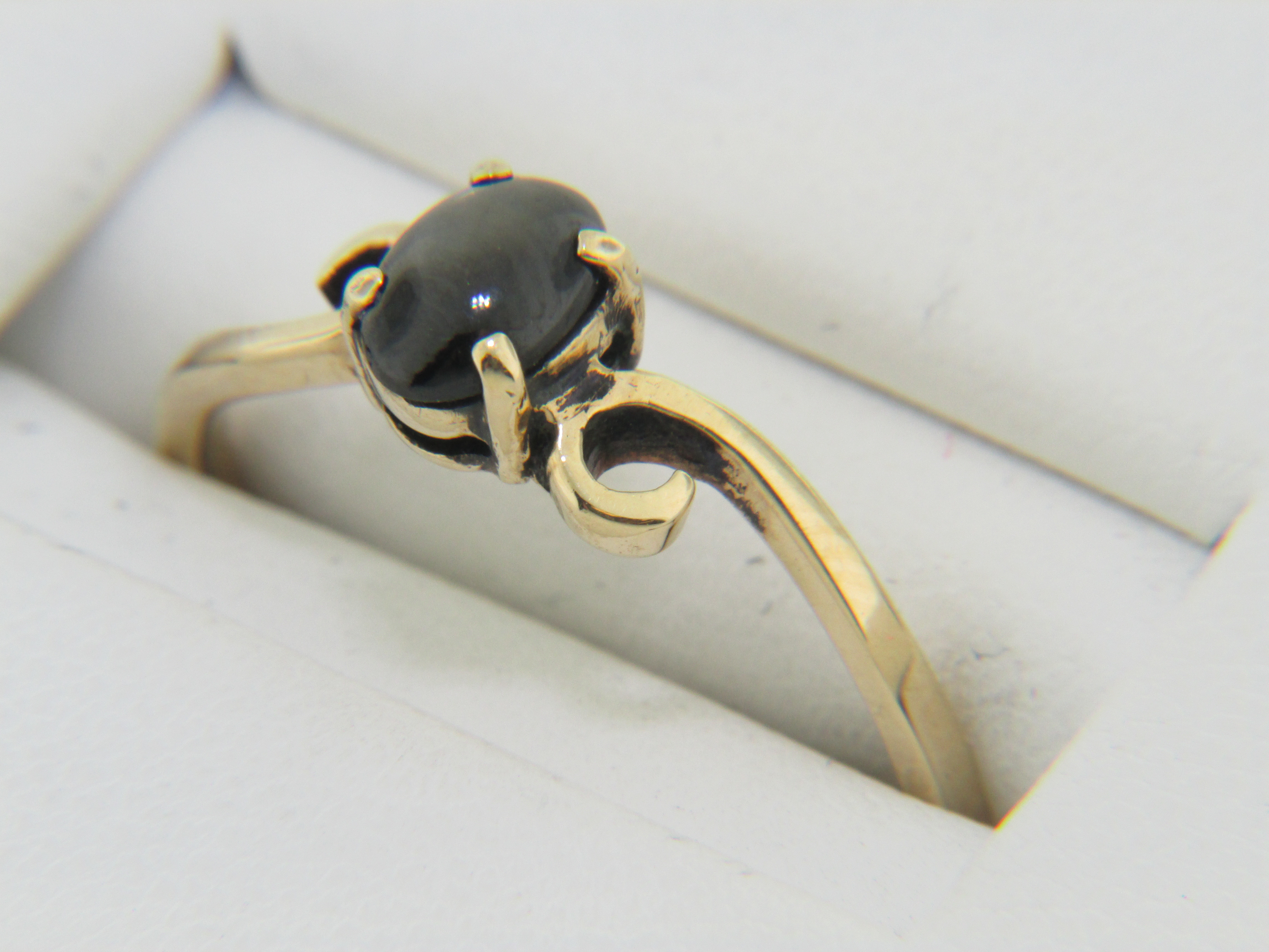 Vintage Oval Black Star Sapphire Ring In 10k Yellow Gold