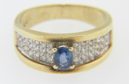 Vintage Oval Sapphire & Round Diamond Band Ring in 14k Yellow Gold Size 7