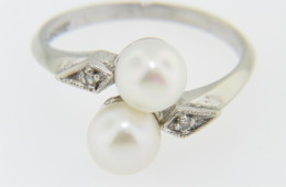 Vintage Fine Fresh Water Pearl & Diamond Ring in 10k White Gold Size 6.75