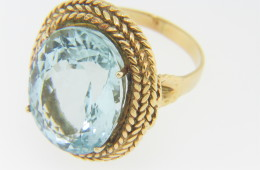 Vintage Oval Aquamarine Twist Rope Detail Ring in 18k Yellow Gold Size 7.5