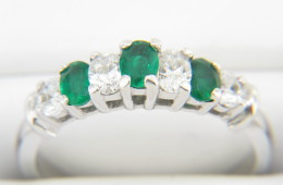 Vintage Oval Emerald & Diamond Band Ring in 14k White Gold Size 6.25