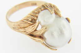 Vintage Baroque Pearl Whimsical Ring in 14k Yellow Gold Size 4.5
