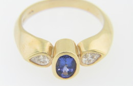 Vintage 0.75ctw Oval Tanzanite & Diamond Three Stone Ring in 14k Yellow Gold Size 6