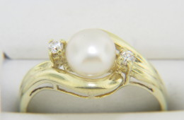Vintage Timeless 6.4mm Pearl & Round Diamond Ring in 14k Yellow Gold Size 6.25