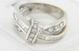 Vintage 0.75ctw Round & Baguette Diamond Knot Band Ring in 14k White Gold Size 7.5