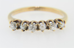 Vintage Art Deco 0.36ctw Old Cut Diamond & Pearl Ring in 14k Yellow Gold Size 6.25
