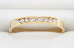 Vintage 0.20ctw Round Diamond Timeless Band Ring in 14k Yellow Gold Size 4.75