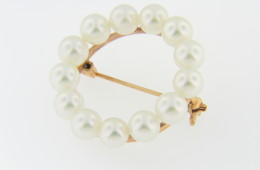 Vintage 1980's 6.0mm Pearl Wreath Circle Pin Brooch in 14k Yellow Gold Timeless