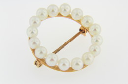 Vintage 4.3mm Pearl Wreath Circle Pin/brooch in 14k Yellow Gold Timeless