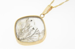 Vintage Art Deco Black & White Agate Nature Tree Scene Pendant/Necklace in 14k Yellow Gold