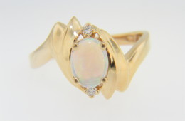 Vintage Oval Opal & Diamond Pointed Design Ring in 14k Yellow Gold Size 8