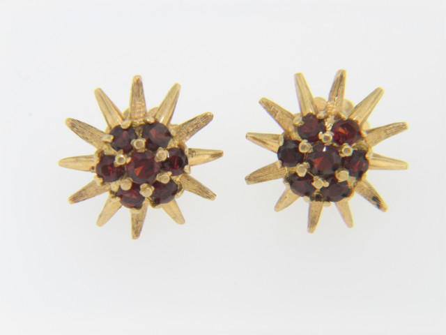 Vintage Fine Round Garnet Flower Design Screwback Stud Earrings in 14k Yellow Gold