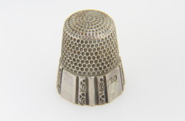 Vintage Size 10 Fine Floral Design Sewing Thimble in .925 Sterling Silver