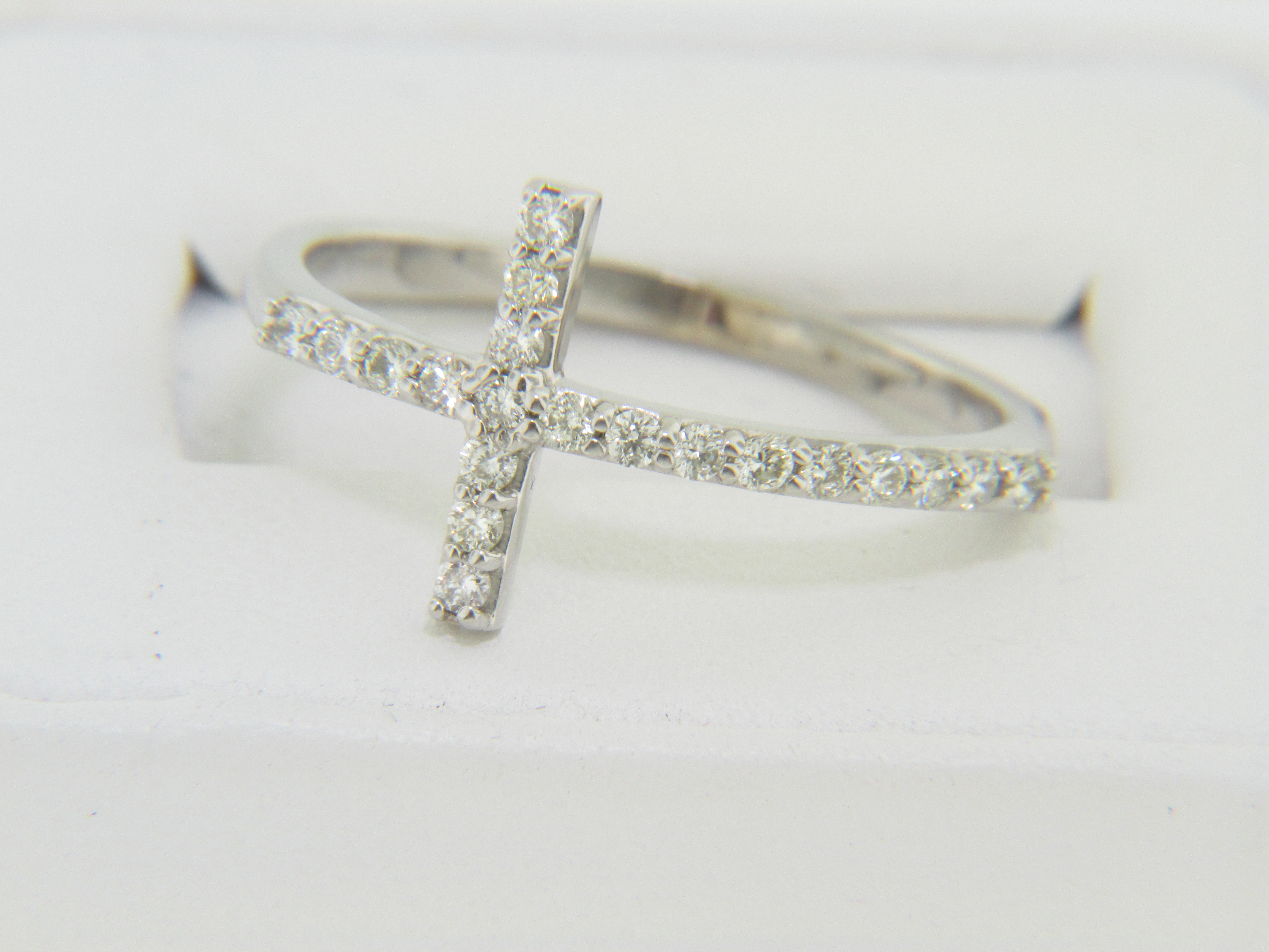 Contemporary 0 33ctw Diamond Cross Band Ring In 14k White