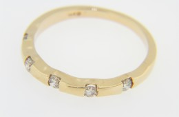 Fine 0.20ctw Round Diamond Hard Edge Band Ring in 14k Yellow Gold Size 6.75