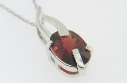 Contemporary 4.20ctw Oval Garnet Twist Design Pendant Necklace in 14k White Gold