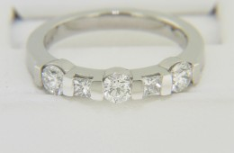 Contemporary 0.80ctw Round & Princess Cut Diamond Band Ring in Platinum Size 6