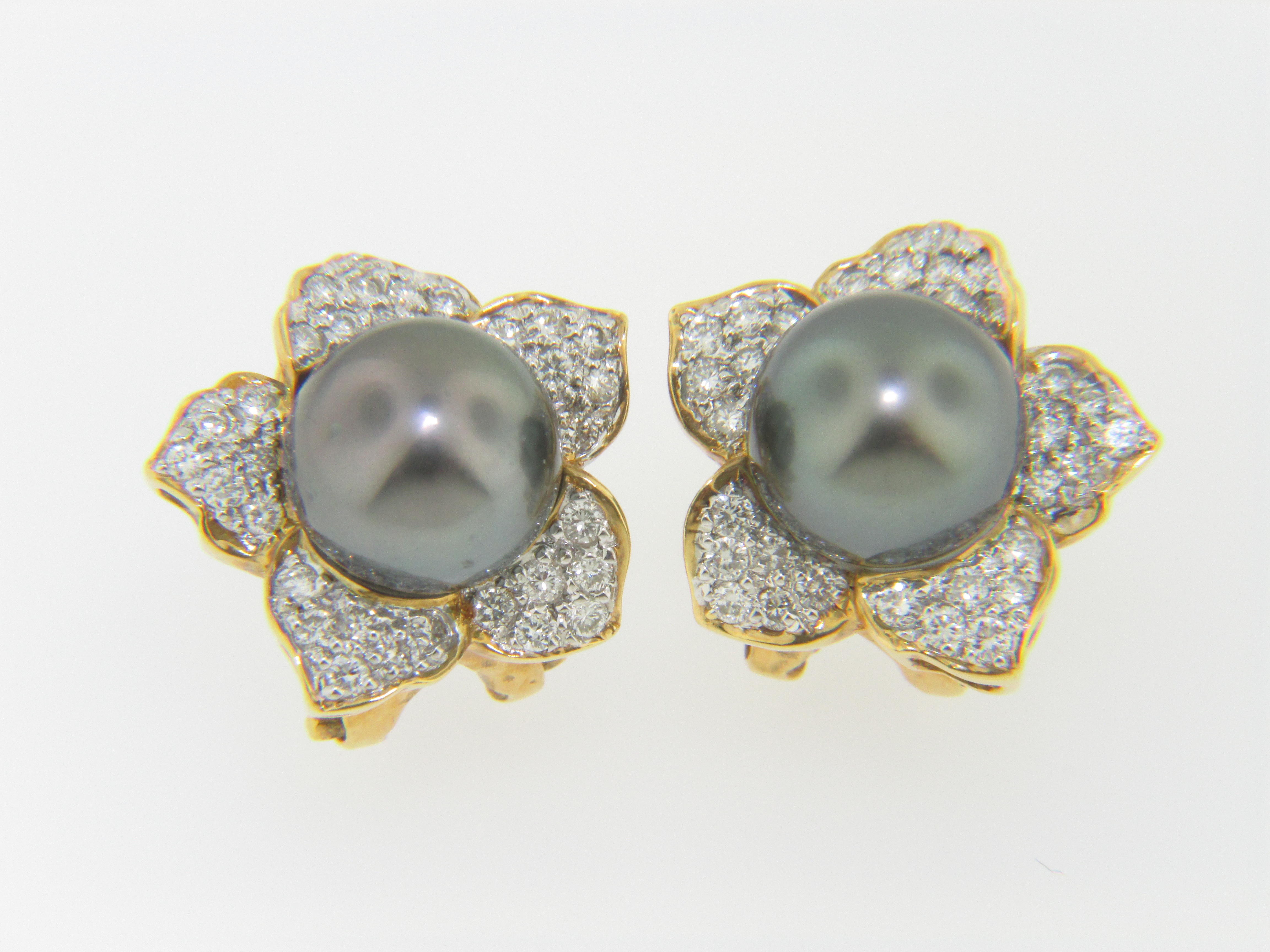 This Is A Pair Of Timeless 875mm South Sea Pearl & Diamond Flower Design Stud  Earrings In 18k Yellow Gold The Pair Weighs 78 Grams