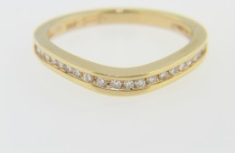 Contemporary 0.20ctw Round Diamond Wave Design Band Ring in 14k Yellow Gold Size 7