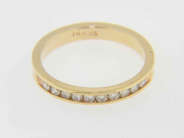 Timeless 0.25ctw Round Diamond Band Ring in 14k Yellow Gold Size 6