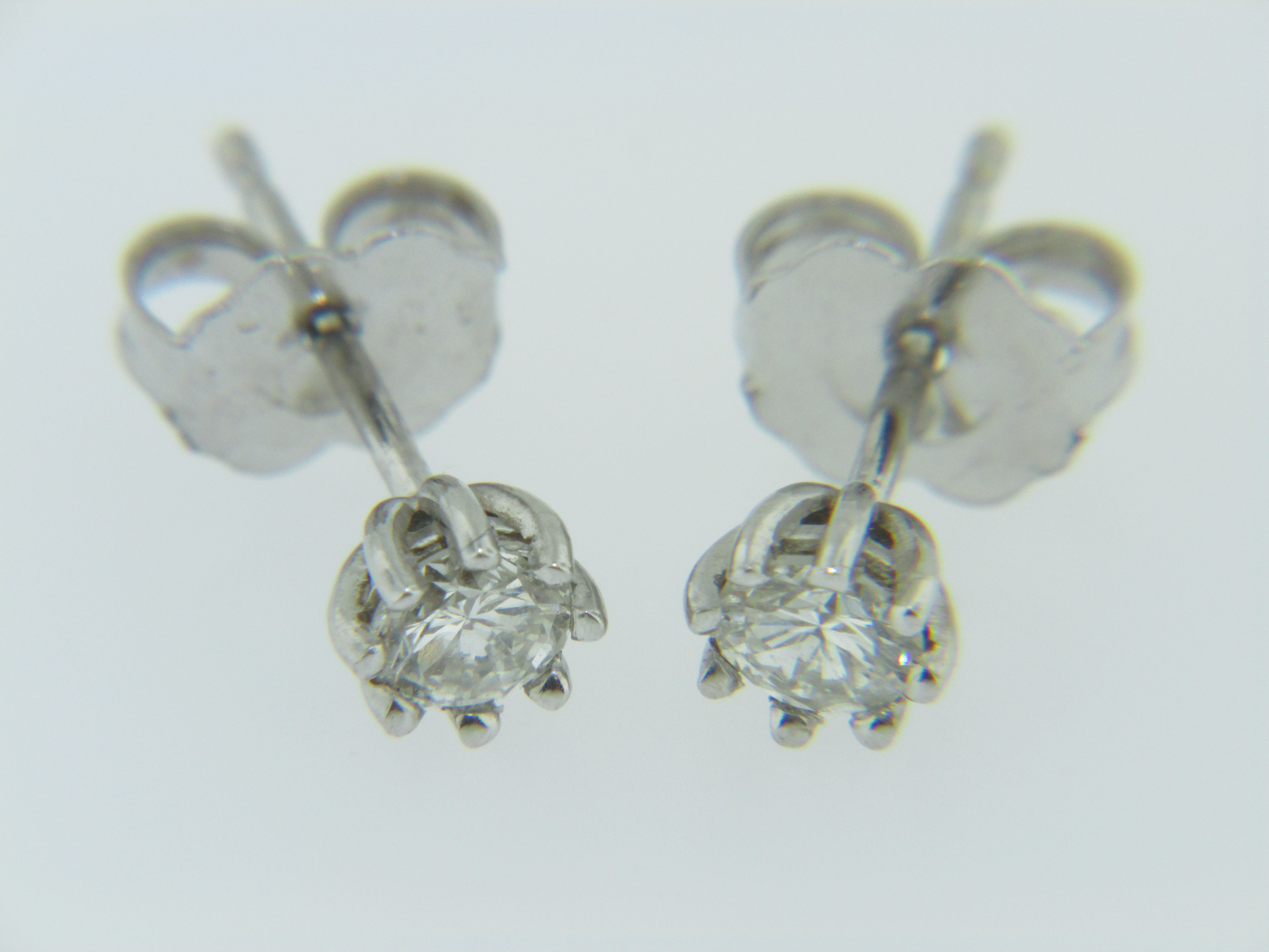 Setting That Measures Approx 35mm In Diameter Butterfly Style  Closure A Beautiful Pair Of Earrings! Diamond Stud Earrings Never Go Out  Of Style!**