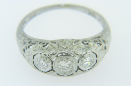 Vintage 0.25ctw Round Diamond Three Stone Filigree Ring in 18k White Gold Size 6.25