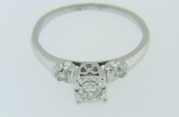 Vintage 0.36ctw Round Diamond Three Stone Engagement Ring in 18k White Gold Size 6.25