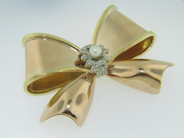 Vintage Freshwater Pearl & 0.25cts Diamond Large Bow Brooch in 18k Rose Gold