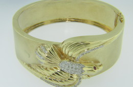 Vintage Diamond American Bald Eagle with Ruby Eyes Bangle Bracelet in 14k Yellow Gold