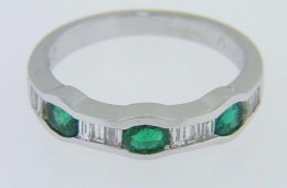 1.02ctw Oval Emerald & Baguette Diamond Band Ring in 14k White Gold Size 6.5