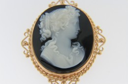 Vintage Hand Carved Stone Cameo Brooch Pendant With Fine Detail in 14k Yellow Gold