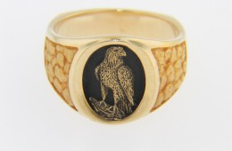 Vintage Eagle Cameo Signet Ring in 14k Yellow Gold & Black Enamel Size 8.5